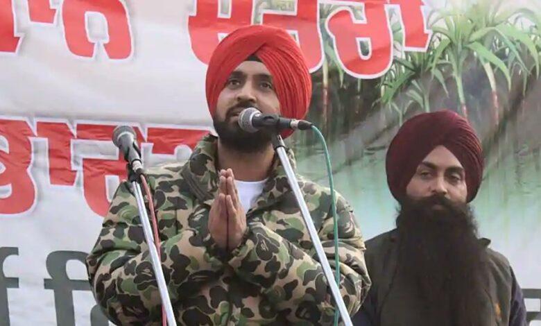 Diljit Singh Dosanjh addresses protesting farmers at Singhu border